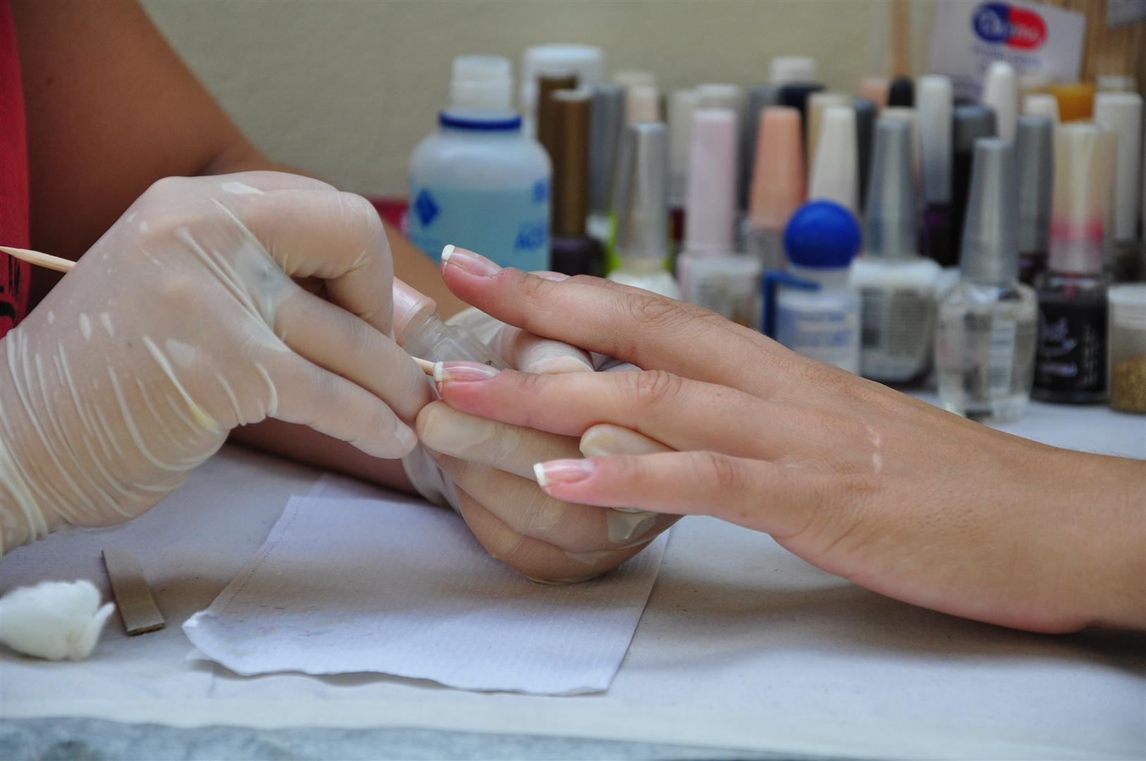 """Manicure (5)"" by ASCOM Prefeitura de Votuporanga is licensed under CC BY 2.0"